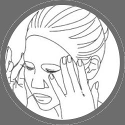 3. 絞り出した美容液をマスクの上から、剥がした後に塗って頂くこともおススメです。